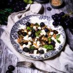 Petit épeautre aubergines raisins noix