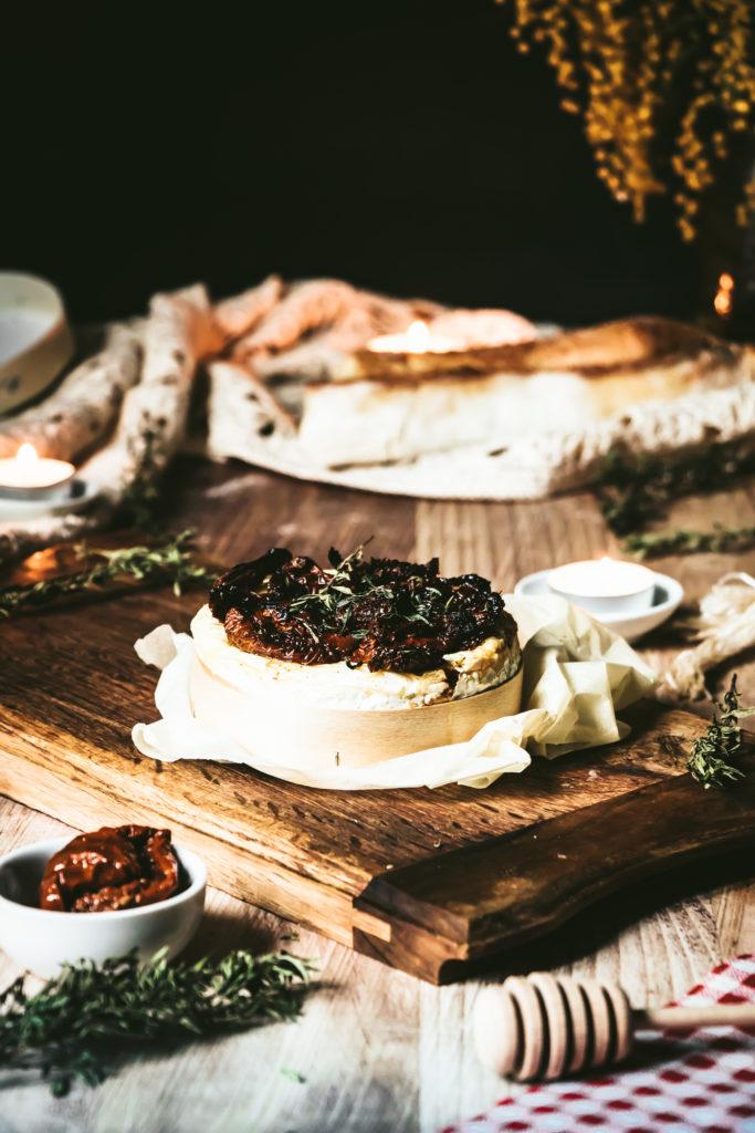 Camembert rôti gratiné aux tomates séchées thym et miel