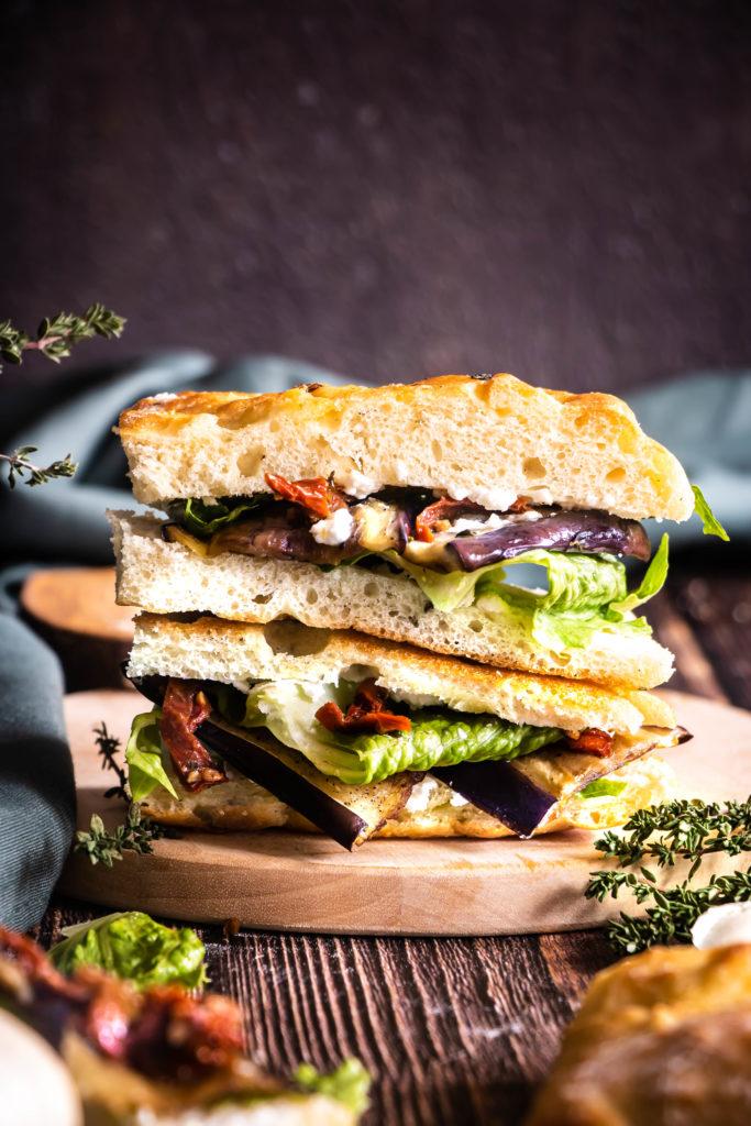 Sandwich foccacia aubergines tomates séchées ricotta