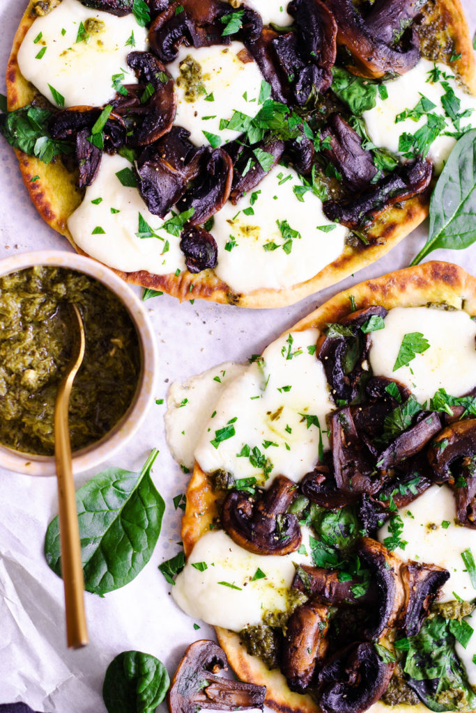 Pizza naan champignons pesto mozza
