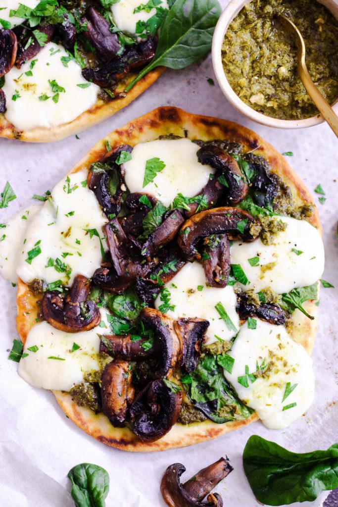 Pizza naan champignons pesto mozza