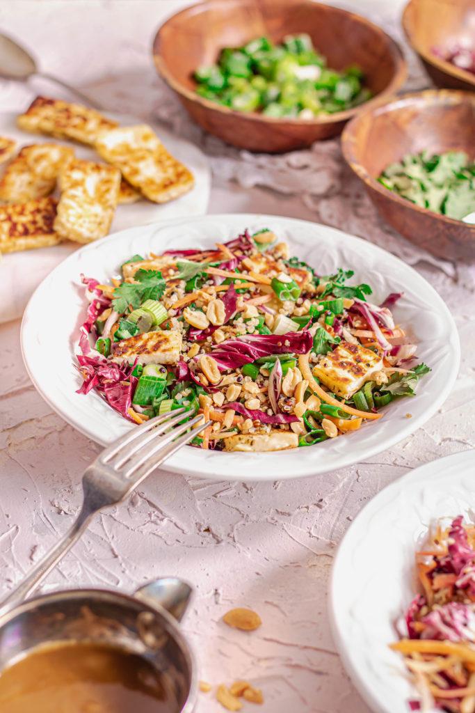 Salade quinoa chou carottes halloumi asiat