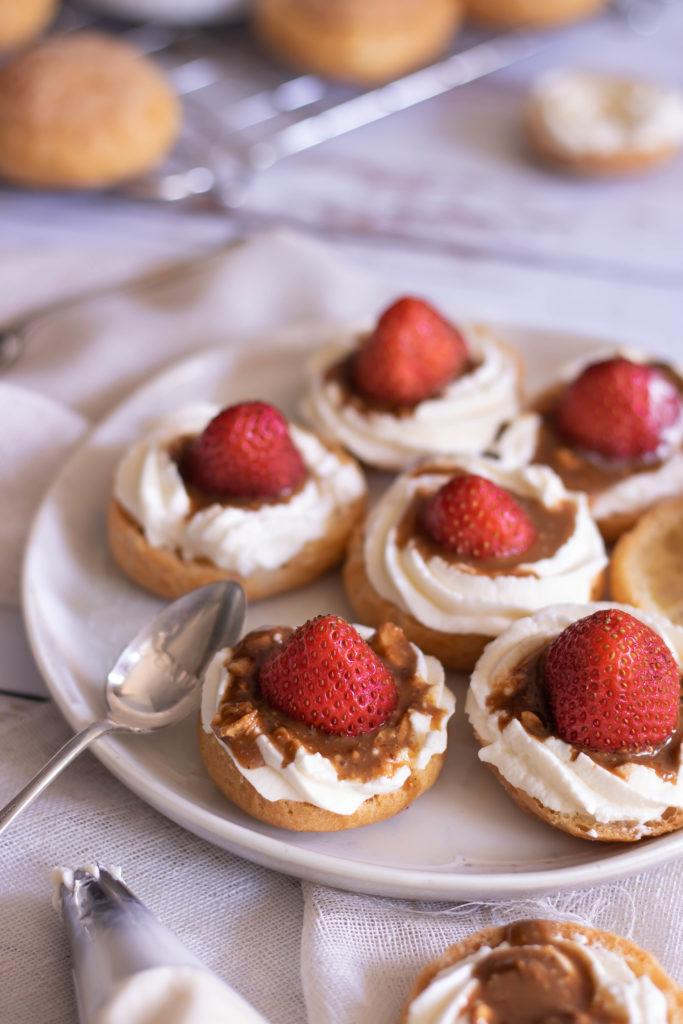 Choux chantilly fraises praliné noisette Allo Simonne