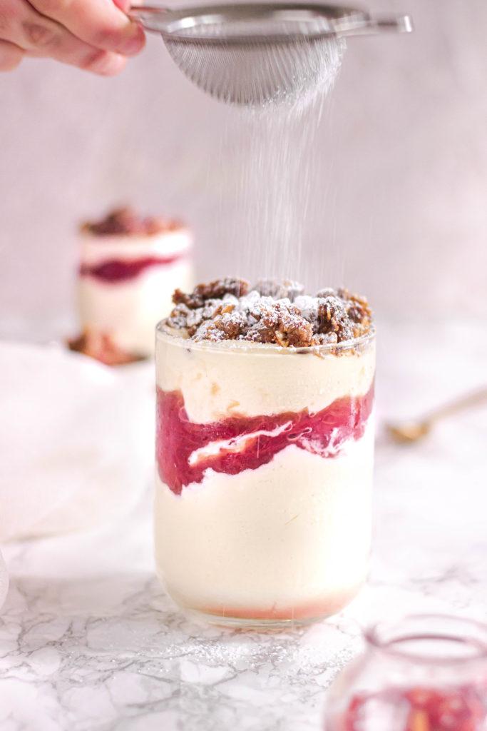 Mousse chocolat blanc rhubarbe streusel